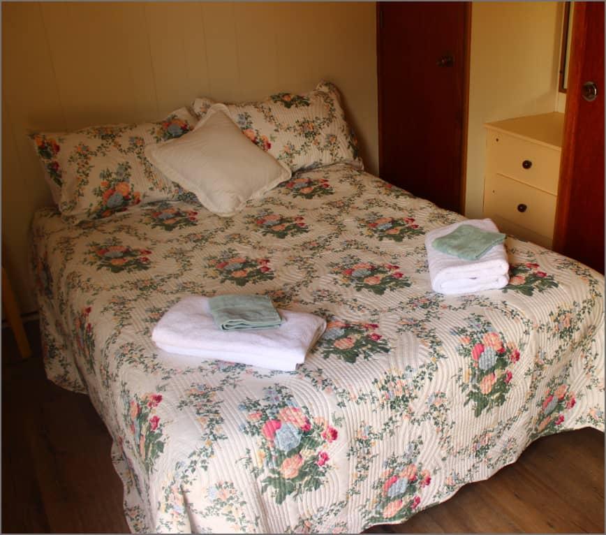 cabin_bedroom_wm345@2x