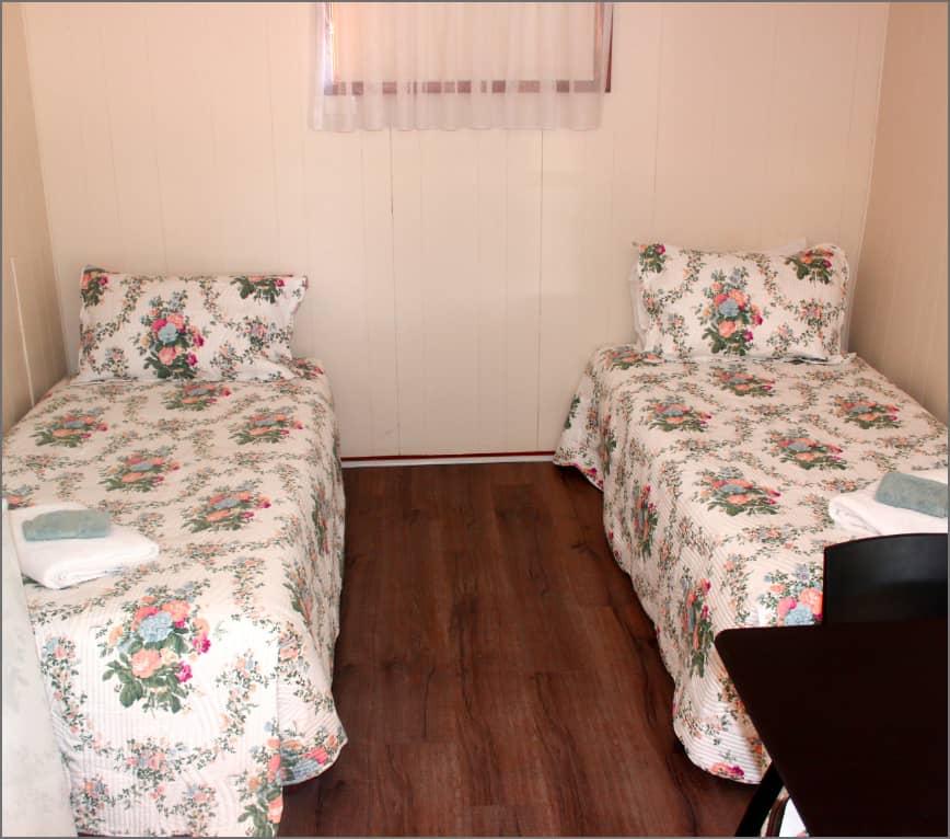 cabin_singele_bedroom_wm2@2x