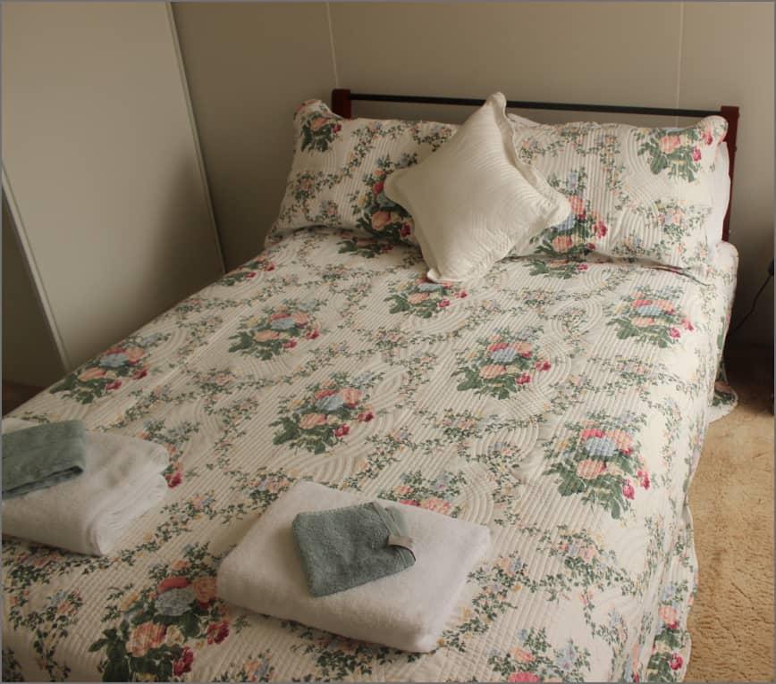 cottage_bedroom1_sv@2x