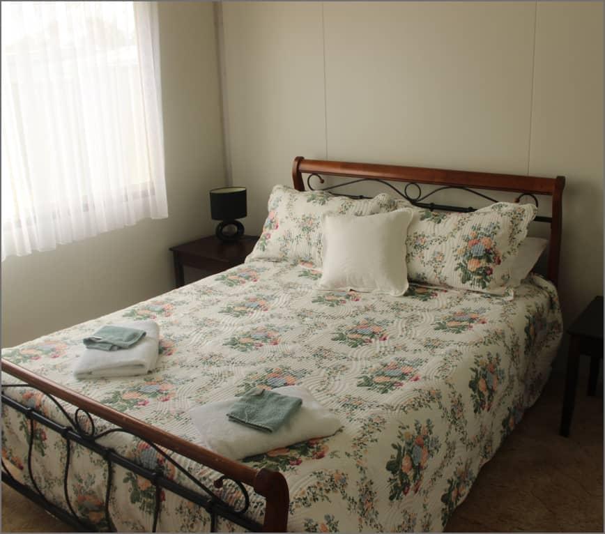 cottage_bedroom2_sv@2x